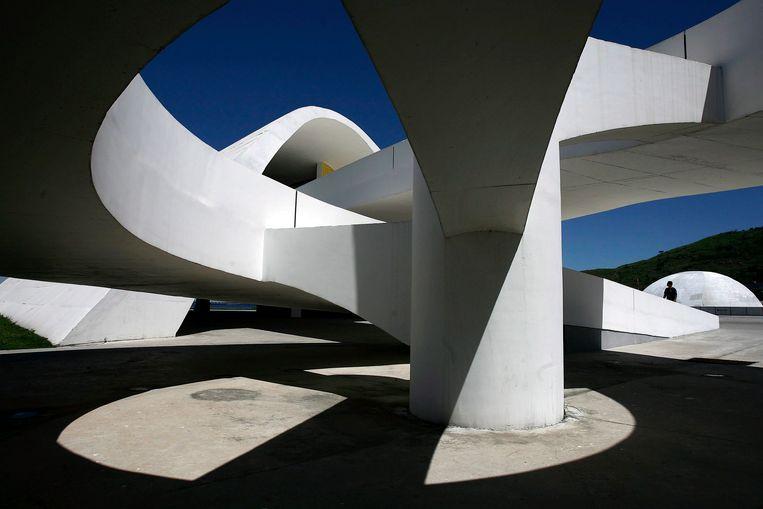 Het Niteroi Popular Teather in Rio de Janeiro, één van de laatste gebouwen die Niemeyer ontwierp. Beeld EPA