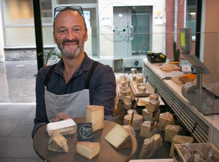 Kaasmeester Jan Vereecken in zijn nieuwe kaasspeciaalzaak 'L'Assiette de Babette'.