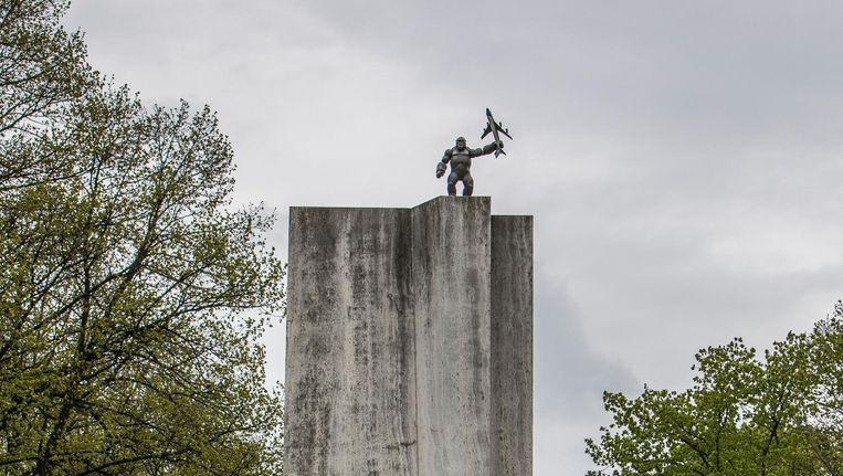King Kong op monument op de Churchillaan Beeld Amaury Miller
