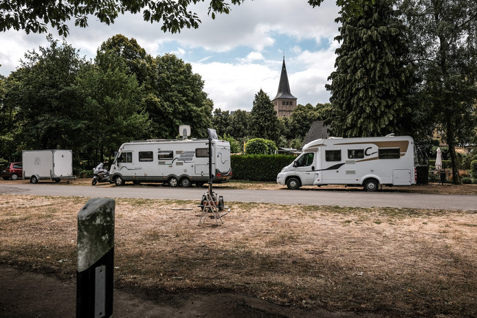 Het parkeerterrein bij de midgetgolfbaan in Elten is nu al een populaire camperplek. Het terrein wordt geschikt gemaakt voor 20 campers inclusief sanitaire accommodatie.