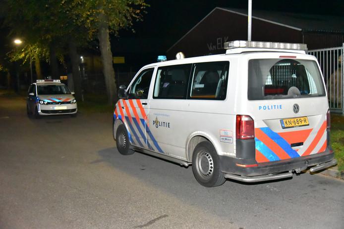 De politie aan de Jan van der Heijdenstraat in Wijchen.