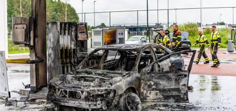 Gewonde man (37) opgepakt voor in brand steken eigen auto bij tankstation Tilburg