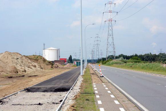 Het twee kilometer lange fietspad vormt een verbinding tussen Melsele en de halte van de Waterbus in Zwijndrecht.