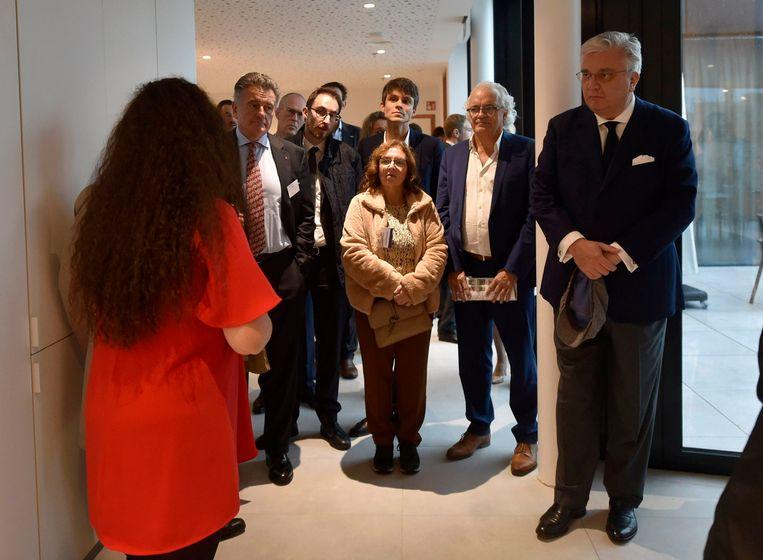 Prins Laurent woont de inhuldiging van het Ronald McDonald Huis bij.