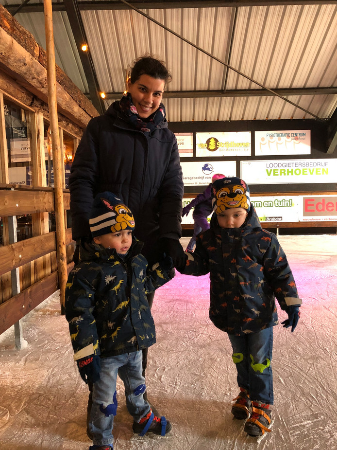 Heidi Hermans met de tweeling Max (links) en Coen van 4 jaar oud.