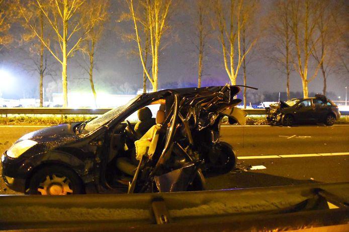 Bij het ongeval op de A20 vielen twee doden.