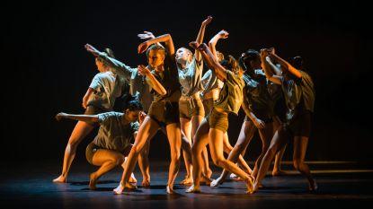 """Danscentrum Aike Raes danste een laatste keer 'vanuit het kot': """"We zijn blij dat we weer echt samen kunnen dansen"""""""
