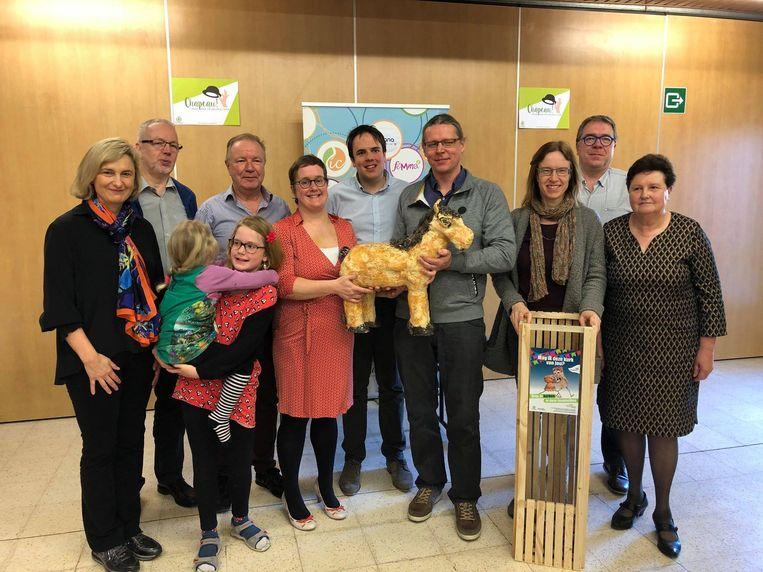 Het Torhouts Trekpaard werd uitgereikt door Vlaams minister van Onderwijs Hilde Crevits.