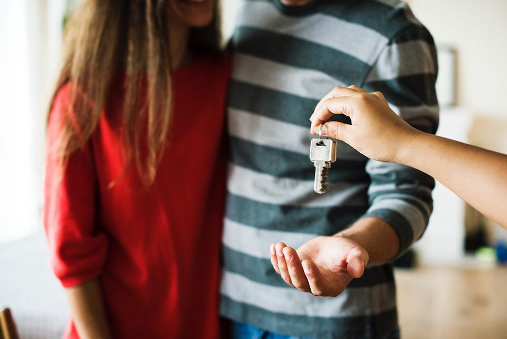 Als je in Vlaanderen een hypothecaire lening afsluit voor de aankoop van een woning, dan heb je tot het einde van het jaar recht op de geïntegreerde Vlaamse woonbonus.