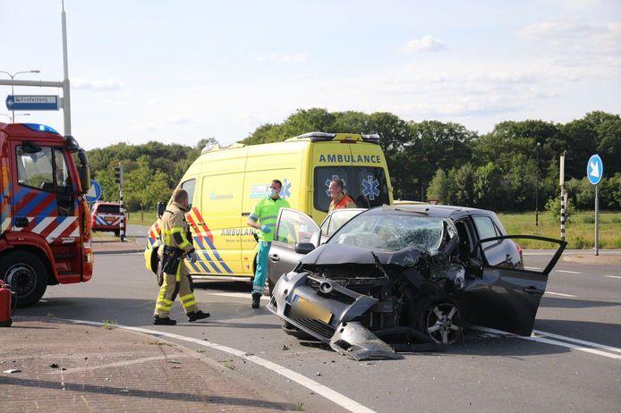 De auto raakte door het ongeluk zwaar beschadigd.