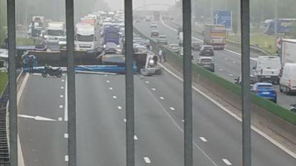 E40 van Gent naar Brussel volledig versperd in Wetteren na ongeval met kraanwagen