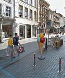 Alternatieve plek 2 voor de paal met toezichtcamera in de Veemarktstraat: tegen de paal van het verkeersbord aan.