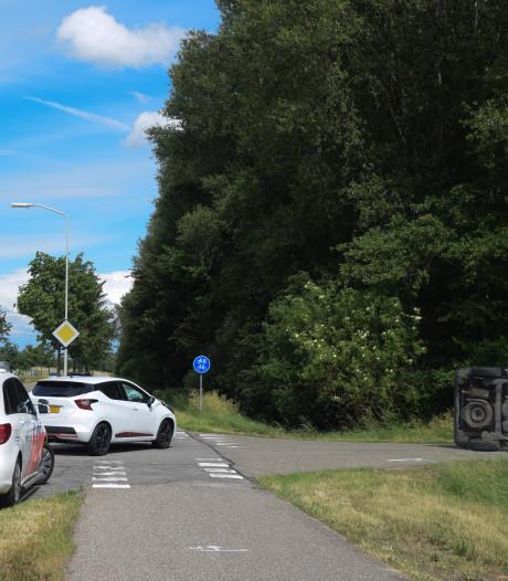 Auto op de kant na botsing in Braamt