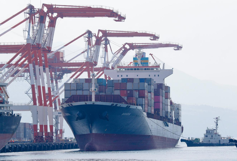 De M/V Bavaria in de Filipijnse haven van Subic Bay.