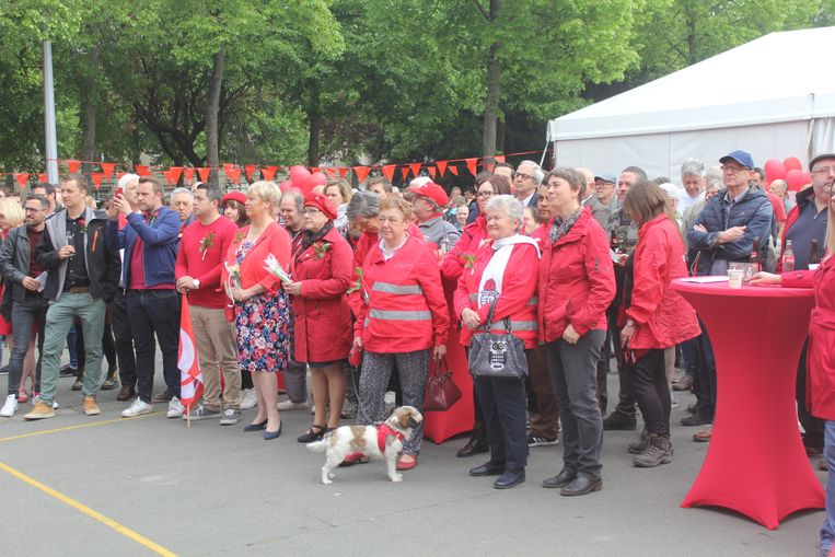 De socialisten verzamelen op de Houtmarkt.