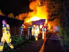Felle brand verwoest opslag vloerenbedrijf in Zeewolde