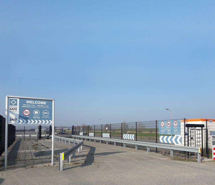 Vrachtwagenchauffeurs laten de truckparking in Waalwijk nu nog links liggen.