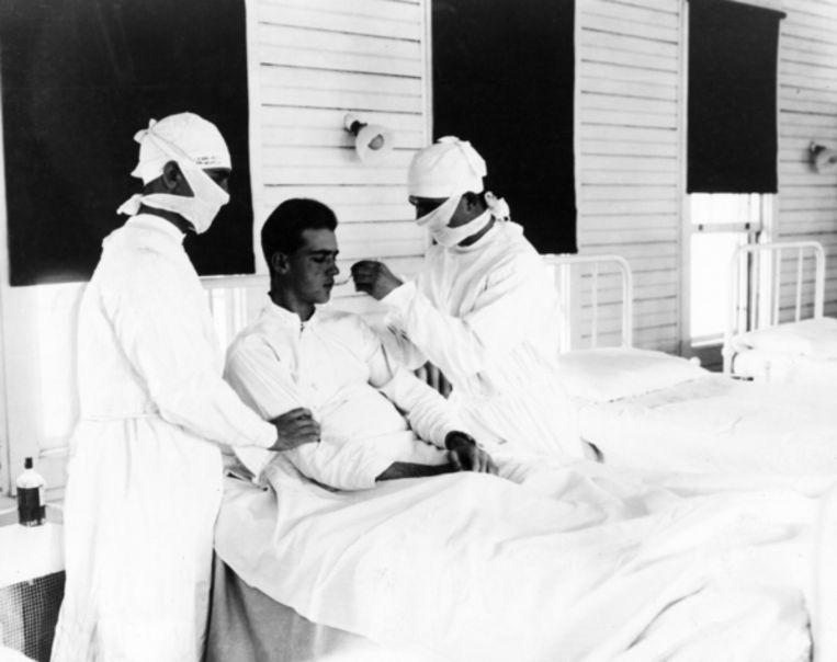 Patiënt met de Spaanse griep in een marinehospitaal in New Orleans Beeld Getty Images