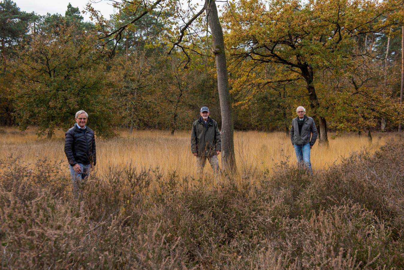 V.l.n.r.: Henk de Vrind, Ben Putman en Frans Lavrijssen van  IVN-natuurwerkgroep Waalre.