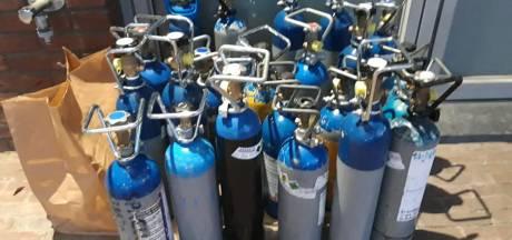 Politie vindt 148 flessen lachgas in één auto (en nee, dat is geen grap)