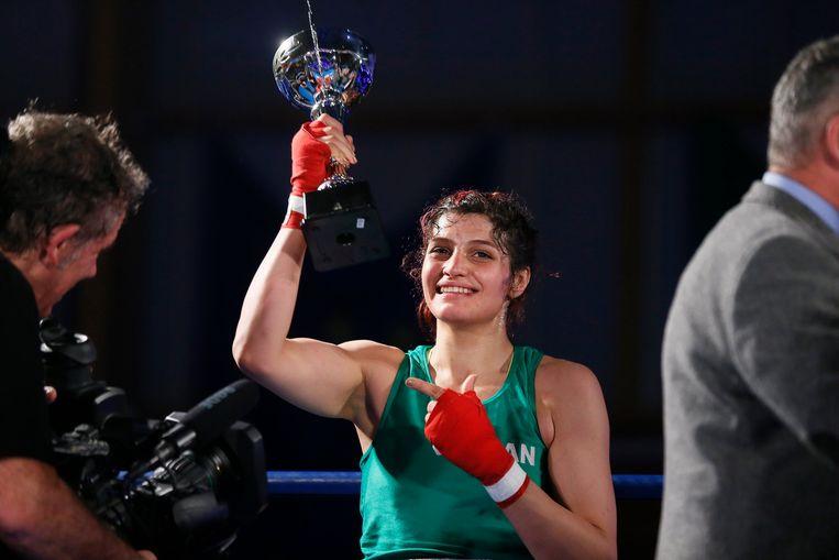 Sadaf Khadem is de eerste Iraanse vrouw die een officiële bokswedstrijd wint.