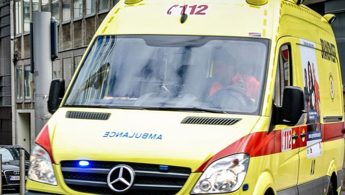 Het slachtoffer werd met de ambulance overgebracht naar het ziekenhuis.