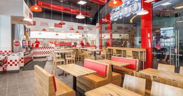 utrecht guys Utrecht - amerikaans fastfoodrestaurant five guys, italiaans eten bij eetketen vapiano's en binnenkort ook ijswinkel baskin-robbins: de ene na de andere buitenlandse keten opent haar deuren in utrecht.