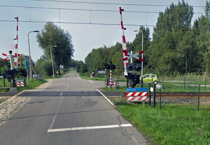 De spoorwegovergang op de Koenderseweg in Leerdam.