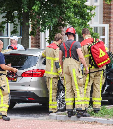 Brandweer bevrijdt peuter uit auto in Eibergen