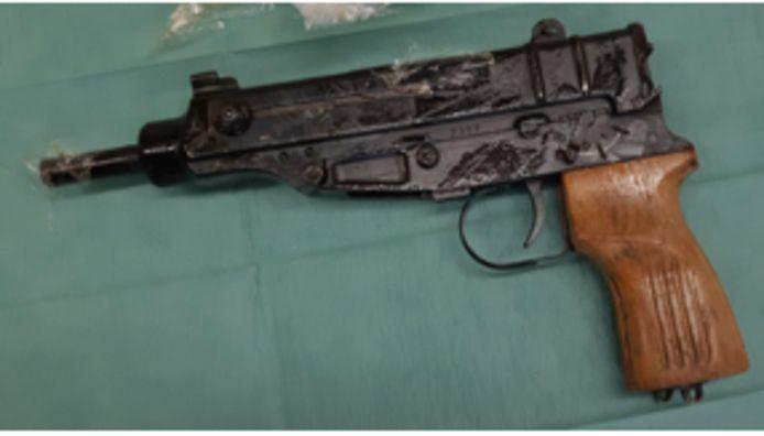 Er werden diverse wapens gevonden.