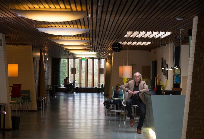 Directeur Henk Lubberdink in 2018 in de hal van de muziekschool. Archieffoto: Theo Kock
