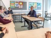 Minister Slob bezoekt door spoordrama getroffen school in Oss: 'Veel respect voor jullie inzet en zorg'