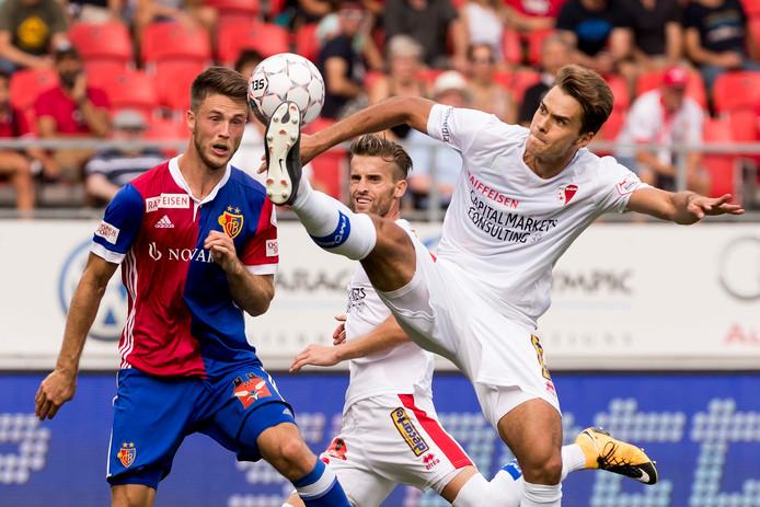 Ricky van Wolfswinkel in actie tegen FC Sion.