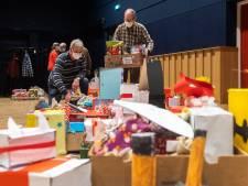Sint verwent eenzame Bekenaren met cadeautje en surprise