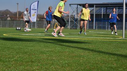 Nieuw kunstgrasterrein voor korfbal en voetbal