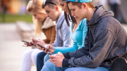 Smartphone is nieuwe tv: 4 op de 10 jongeren kijken dagelijks filmpje op gsm