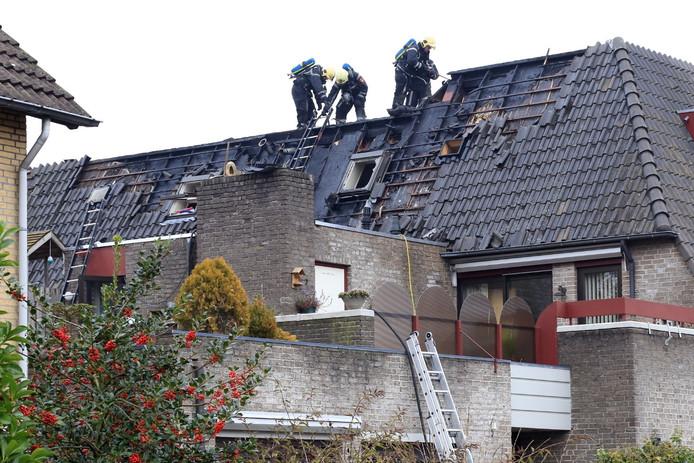 De schade die de brand aan de woning boven de bakkerij in Asten heeft aangericht is groot