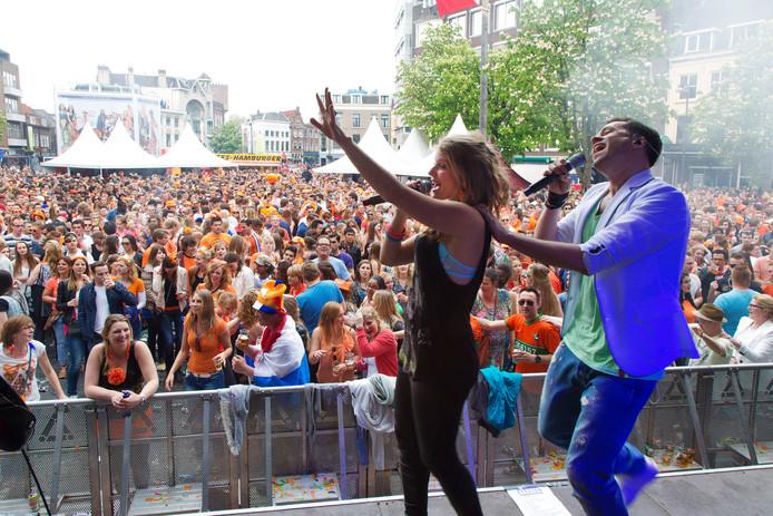 Koningsdag op de Neude, 2014. De Utrechtse horeca organiseert dit jaar geen feesten op het Domplein, Stadhuisplein en de Neude.