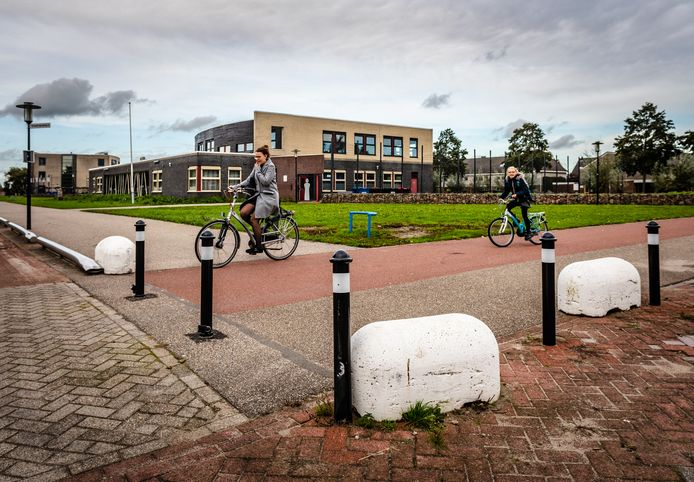 Gevaarlijk fiets kruispunt Bellefleur Hardinxveld-Giessendam.