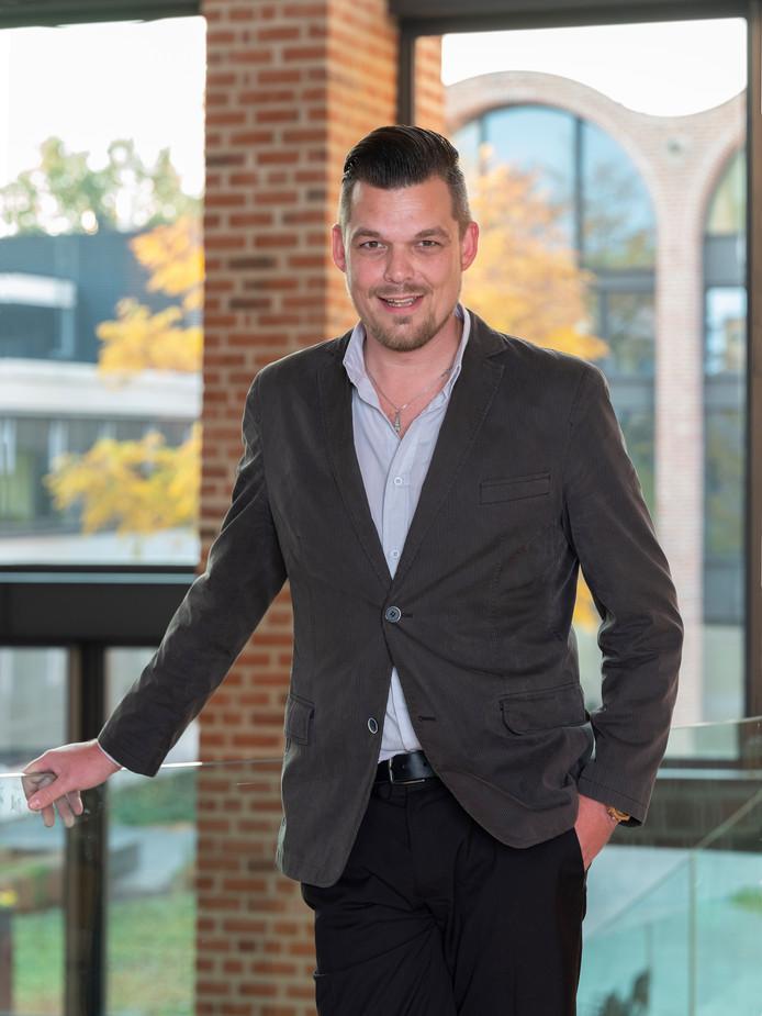 Wethouder Dennis op den Dries (35) is maandagochtend in het MST in Enschede overleden.