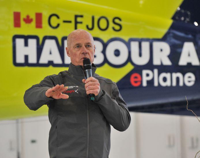 Harbour Air-piloot en CEO Greg McDougall, die tijdens de eerste elektrische vlucht van zijn maatschappij aan de stuurknuppel zat.