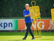 De Boer blij dat Lodeweges assistent blijft: 'Kreeg meteen energie van gesprek met hem'