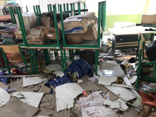 De ravage op een school in Sint-Maarten.