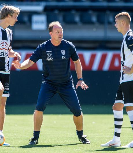 Heracles met negen andere spelers tegen Den Bosch