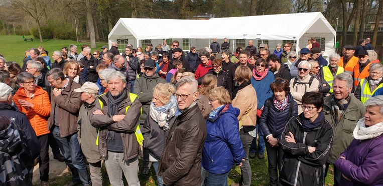 Een paar honderd deelnemers kwam opdagen voor de wandeling.