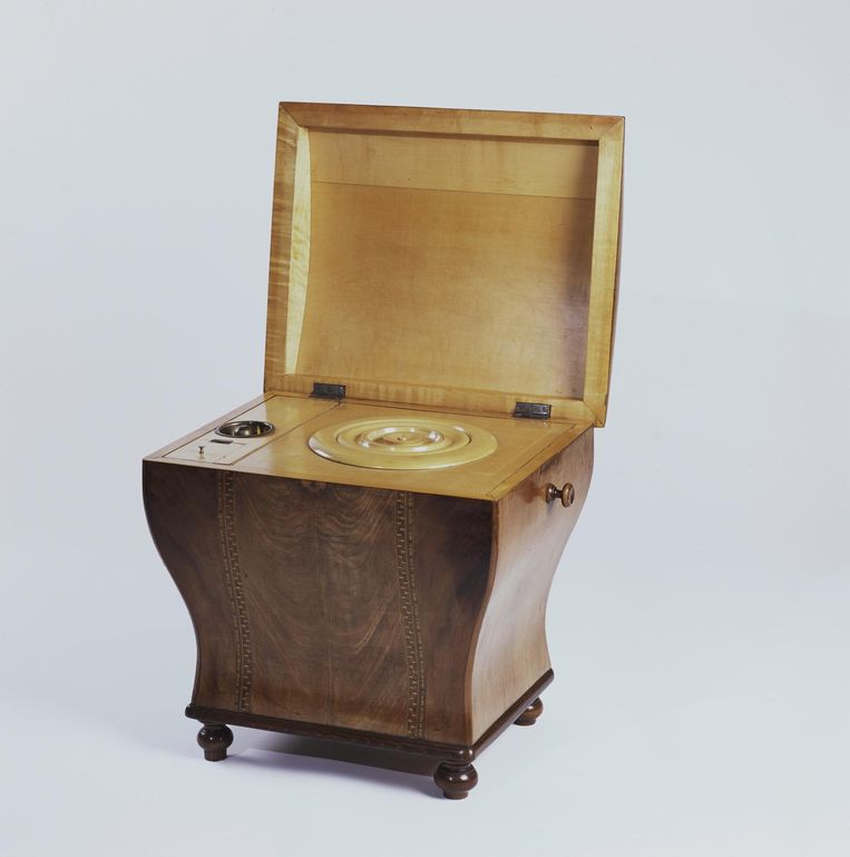 Koning Willem III's postoel Beeld Collectie Het Loo