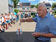 Jan Duinstee (86) uit Vaassen koestert al 75 jaar zijn bevrijdingsster, 4000 leerlingen in Epe ontvangen nu ook een witte ster als symbool van vrijheid