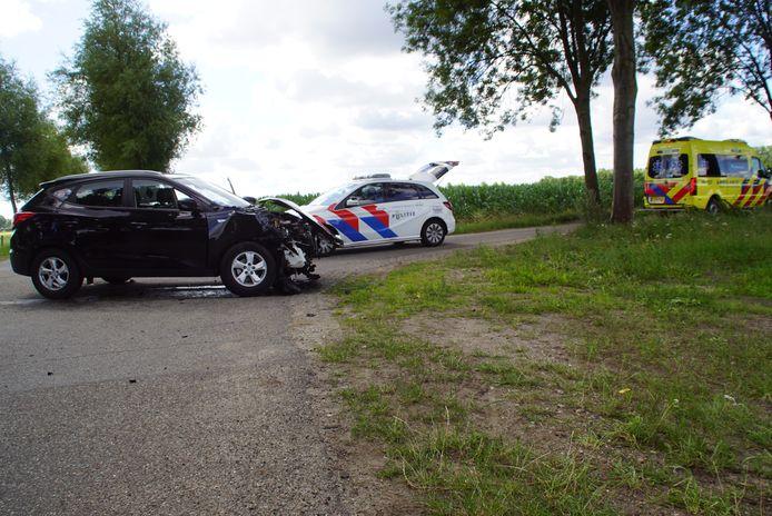 Beide auto's raakten flink beschadigd bij het ongeval.