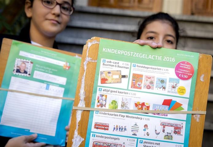 Leerlingen in Witharen staan in de top van de verkochte kinderzegels in 2016. Foto: ANP