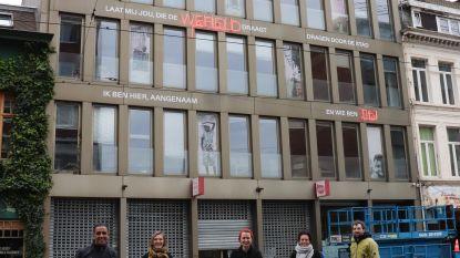 Meertalig gedicht siert gevel van Atlasgebouw in Carnotstraat